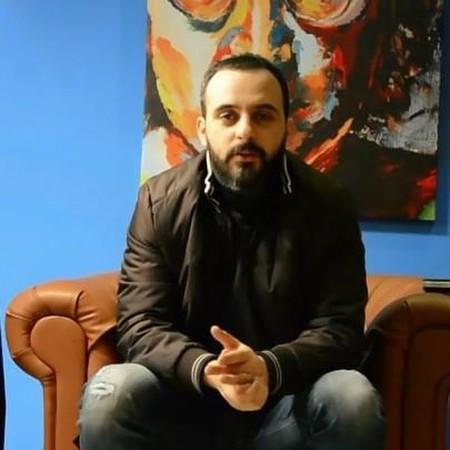 M zare85745923584386436743579438 دانلود آهنگ رو در و دیوار این شهر محمد زارع
