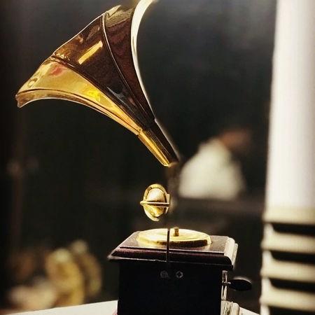 Ishan Bargard Music fa.com دانلود آهنگ دفتر عشقو یکی یکی ورق زدم ایشان